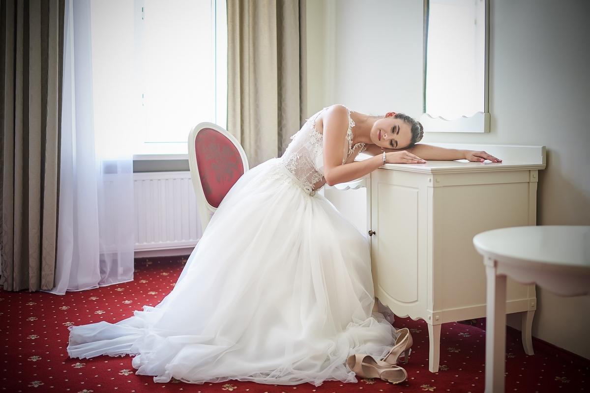 Foto: Piotr Jaruga fotografia Modelka: Monika Oraczewska Miejsce: Lawendowy Dworek - Lublin Suknia: Ladies&Gentlemen