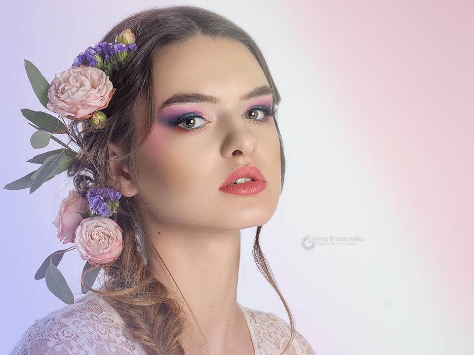 Foto: Sylwia Brzozowska, Modelka: Aneta Krusińska, Kwiaty: Lady Floribus - florystka, Fryzura, stylizacja, makijaż - ja